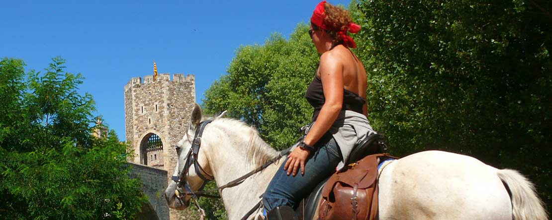 Historic Catalan towns on horseback